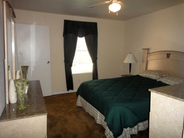 Bedroom at Listing #139514