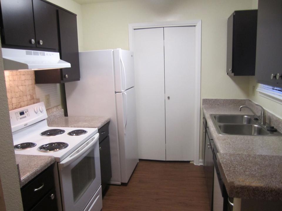 Kitchen at Listing #139002