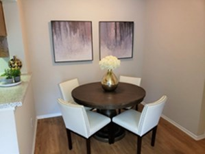 Dining at Listing #140414