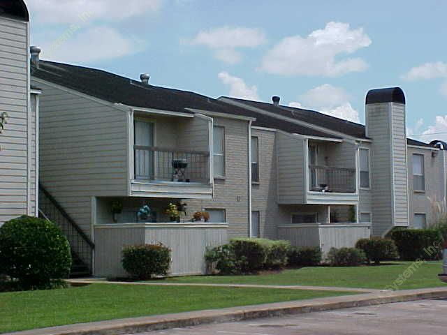 Exterior 5 at Listing #138397