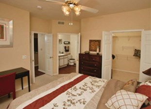 Bedroom at Listing #137622
