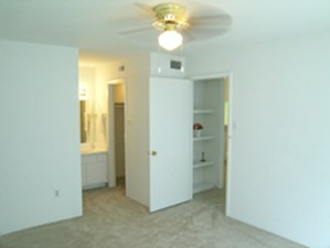 Bedroom at Listing #139102