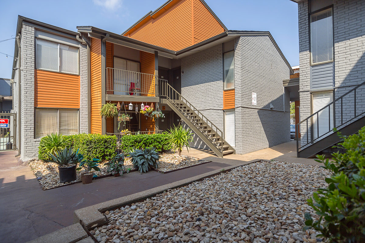 Exterior at Listing #137252