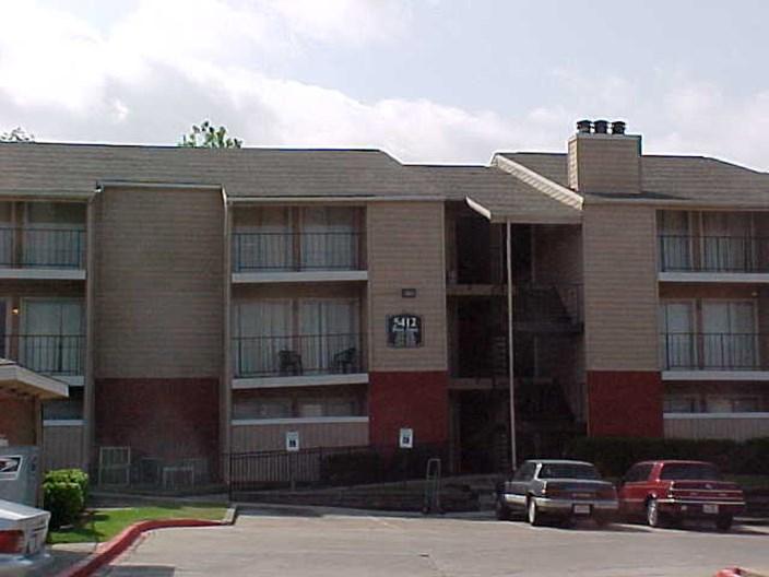 Tres Palms Apartments