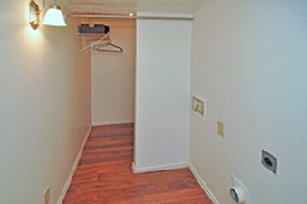 Laundry at Listing #135946