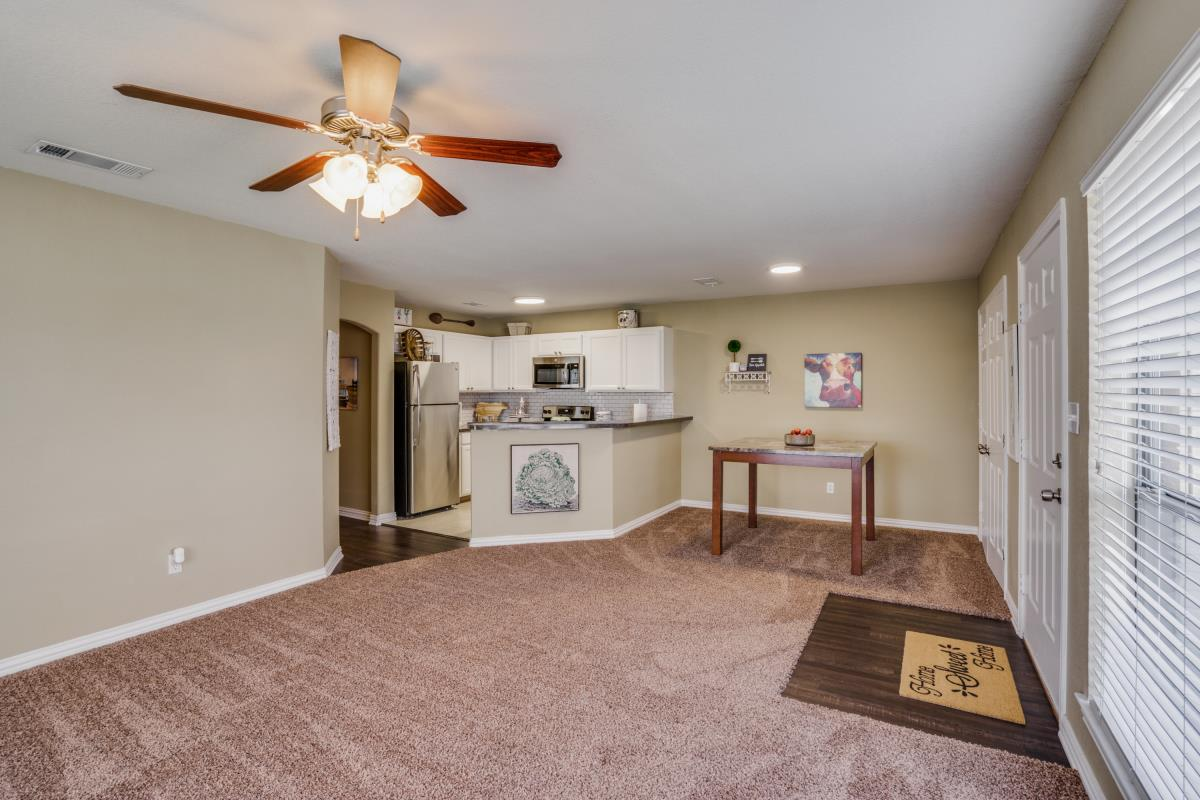 Dining/Kitchen at Listing #147102