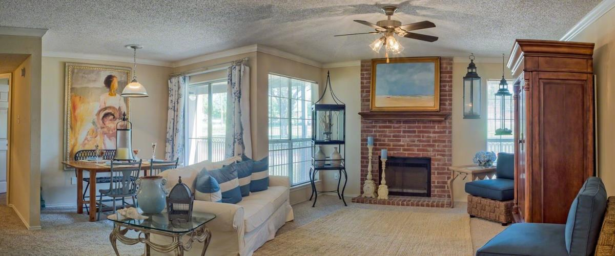 Living/Dining at Listing #136910