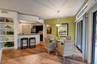 Dining/ Kitchen at Listing #140154