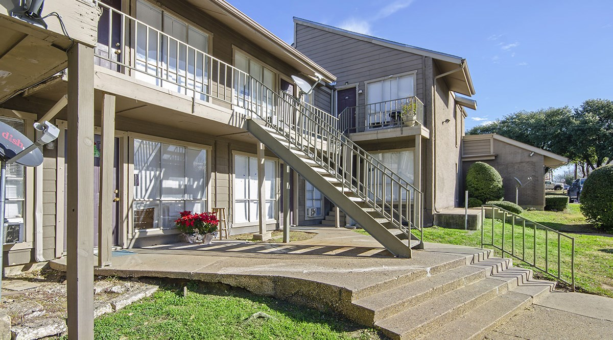 Exterior at Listing #137354