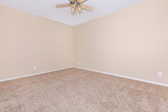 Bedroom at Listing #137591