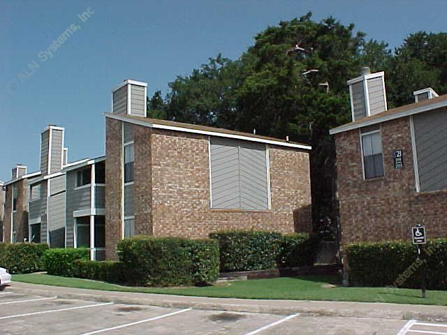 Exterior 5 at Listing #136129