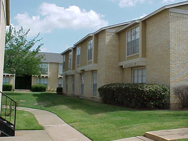 La Hacienda Apartments