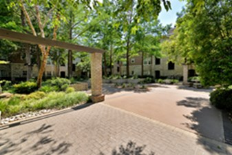 Courtyard at Listing #137585