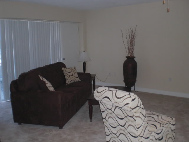 Living Room at Listing #139289
