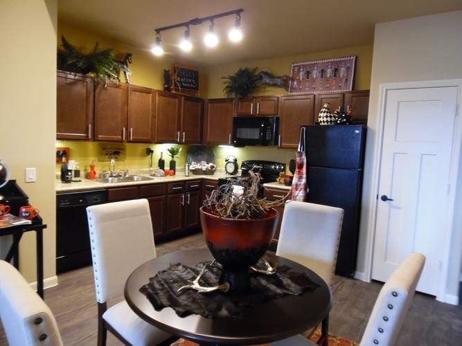 Dining/Kitchen at Listing #282335