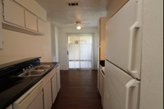 Dining/Kitchen at Listing #136000