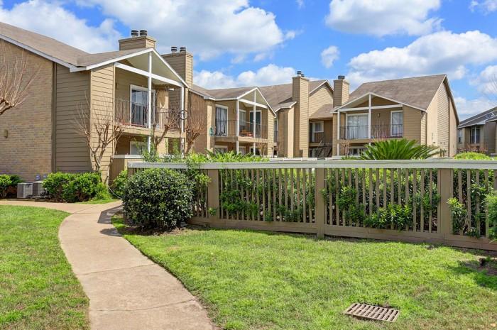 Carlisle Apartments Houston TX