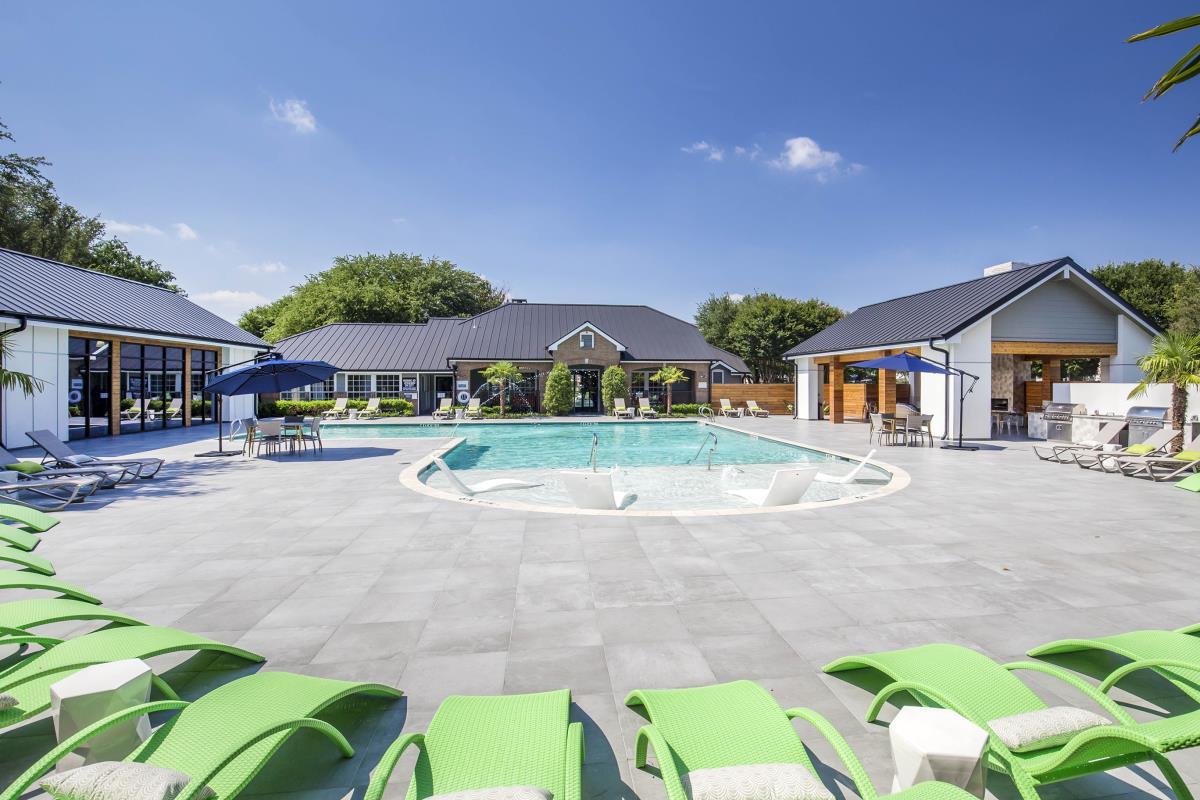 Pool at Listing #137665