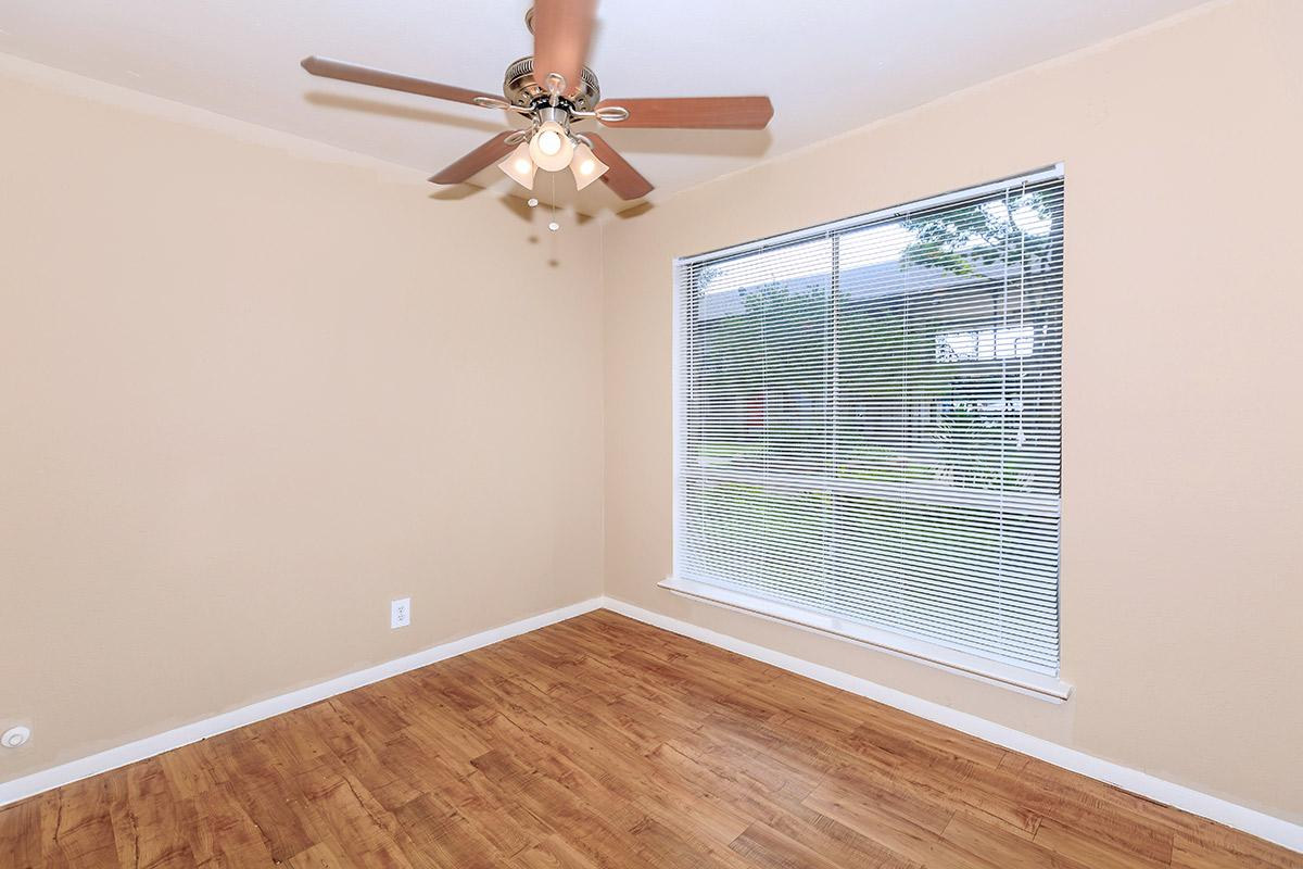 Bedroom at Listing #137106