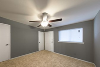 Bedroom at Listing #137333