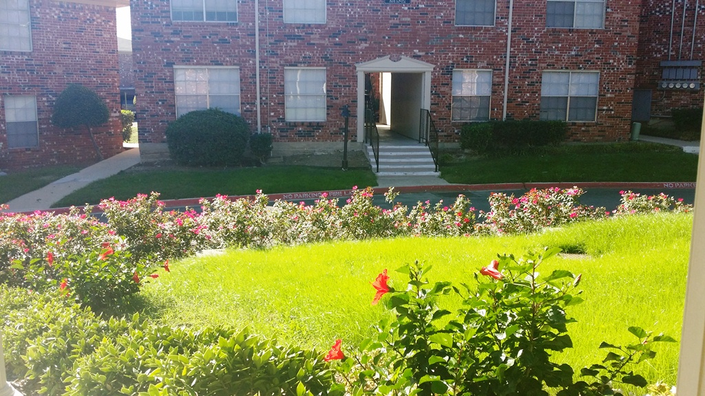 Exterior at Listing #137164