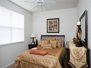 Bedroom at Listing #229770