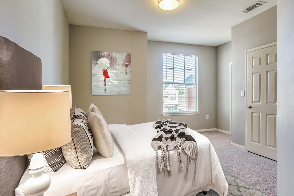 Bedroom at Listing #242933