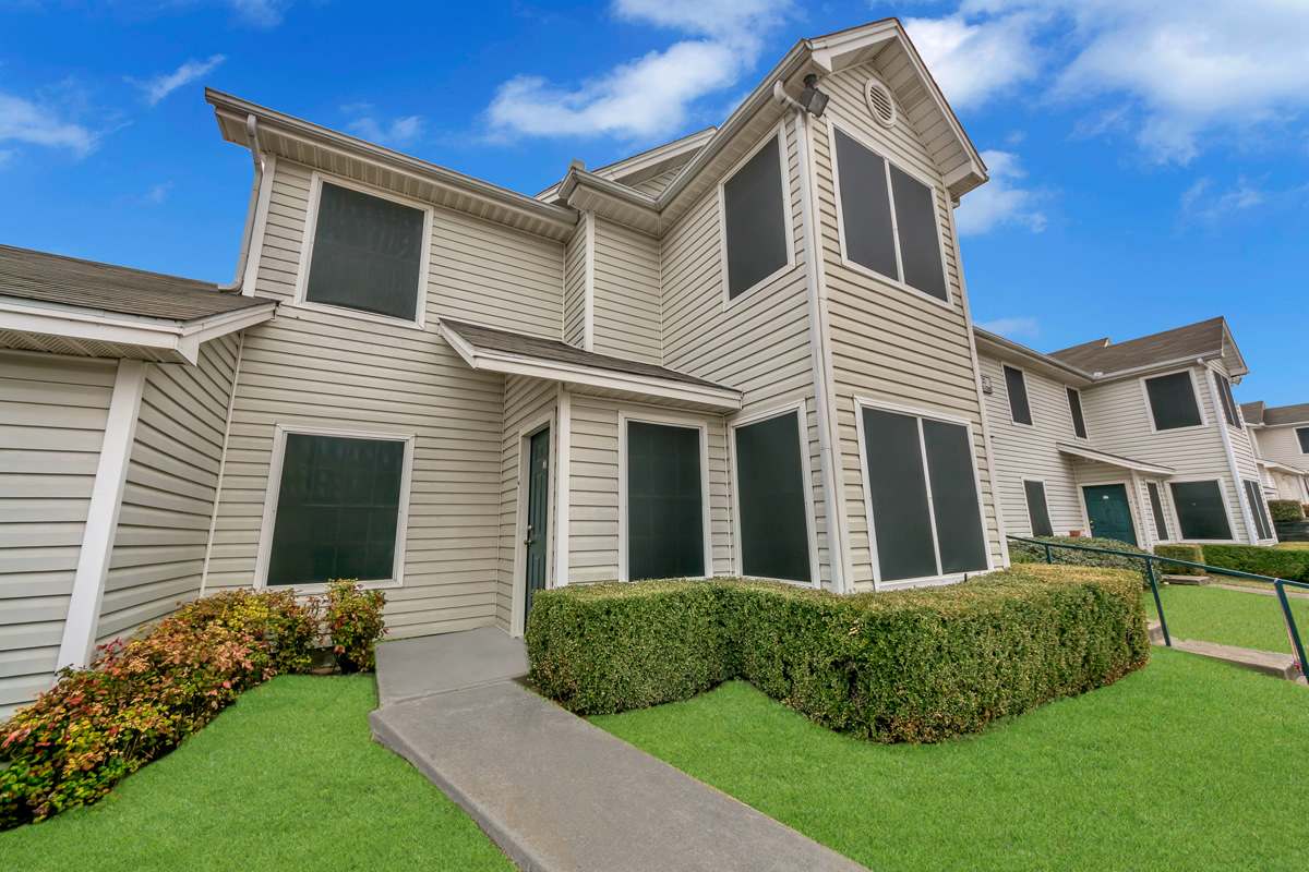 Exterior at Listing #137587