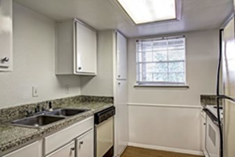 Kitchen at Listing #139888