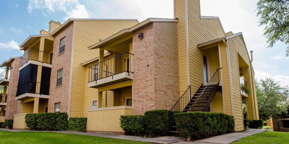 Whisper Hollow Apartments Austin TX
