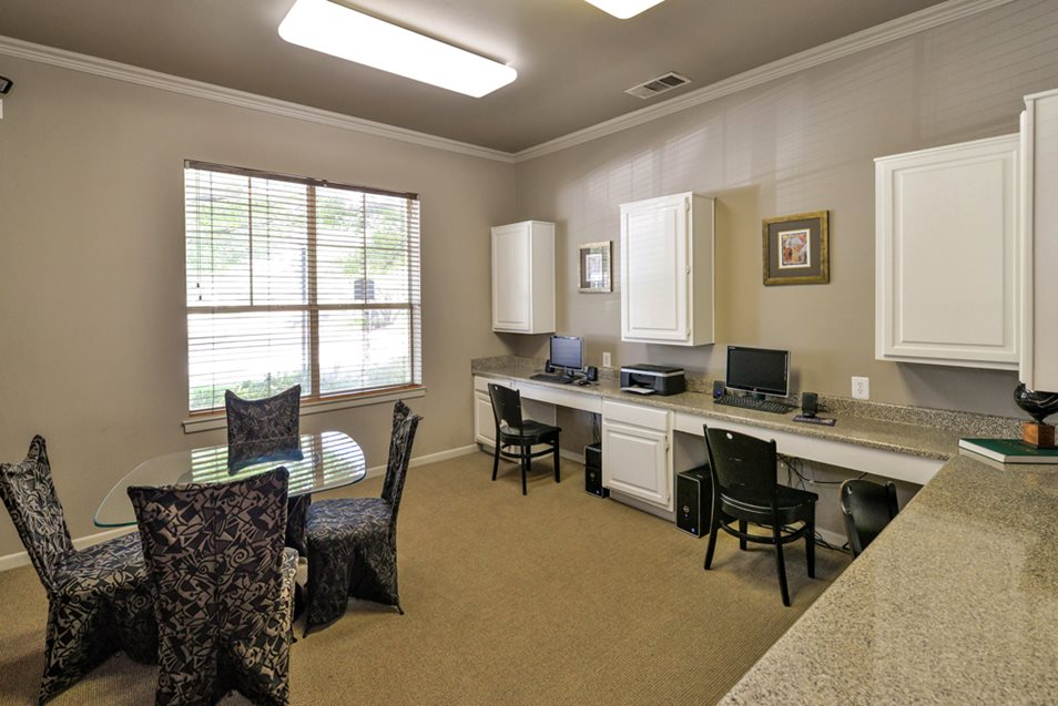 Business Center at Listing #137686