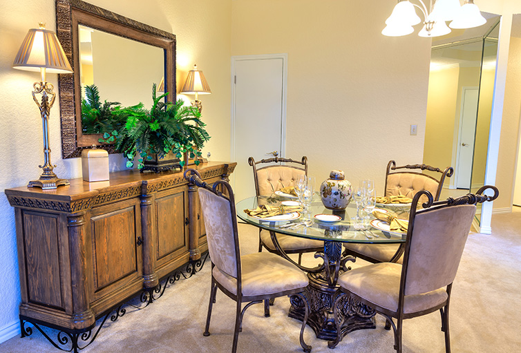 Dining at Listing #147794