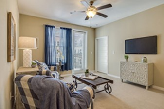 Living at Listing #291784