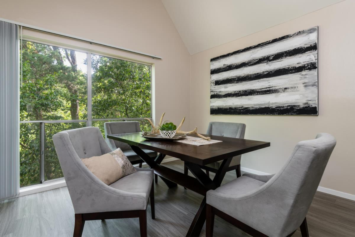 Dining at Listing #137398