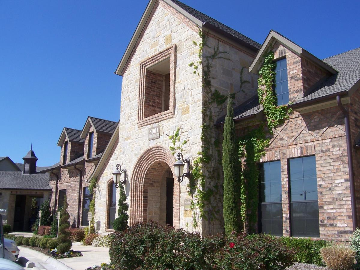 Exterior at Listing #144563