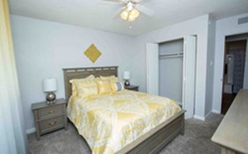 Bedroom at Listing #139376
