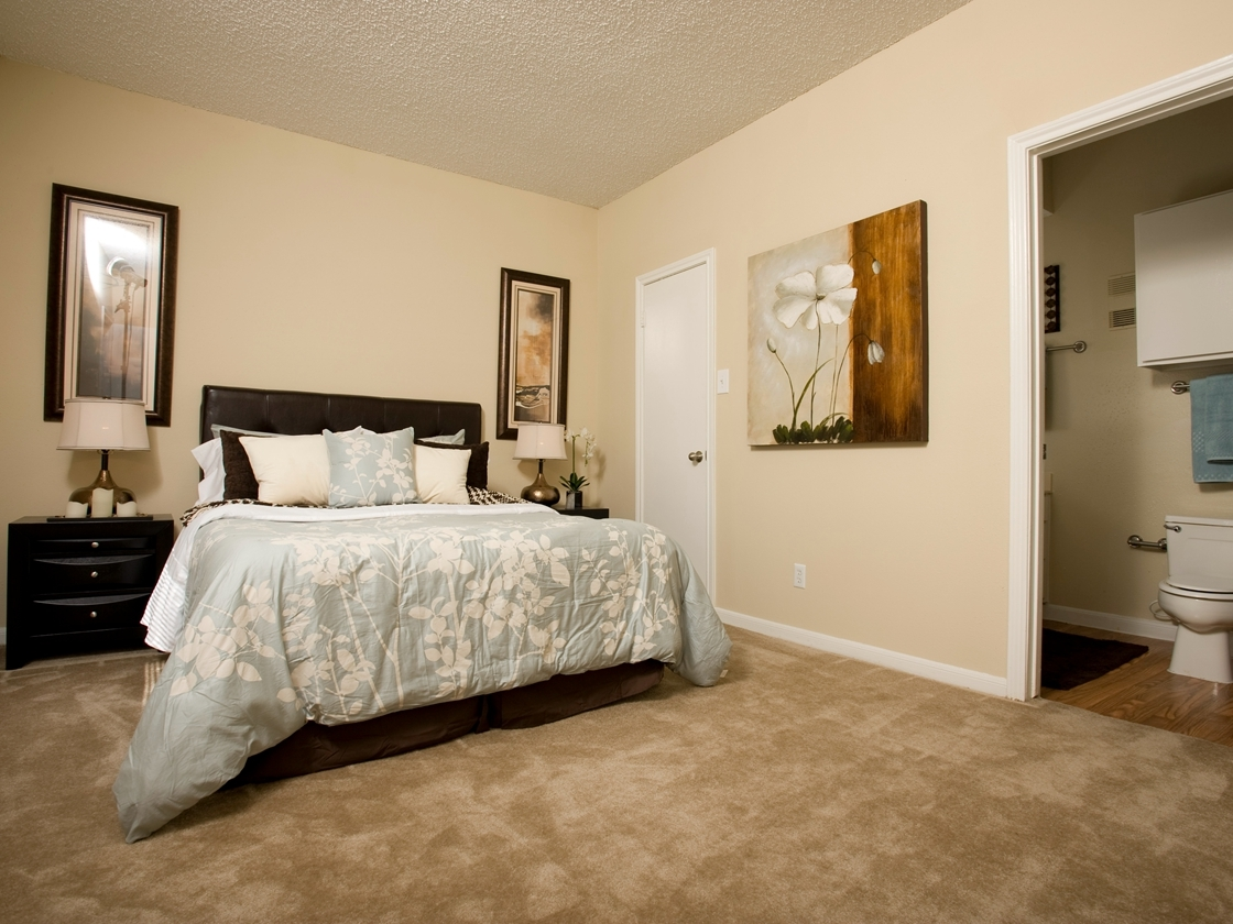 Bedroom at Listing #138759