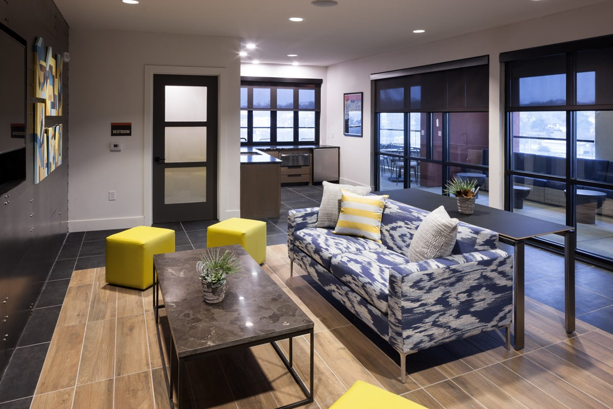 Lounge at Listing #281374
