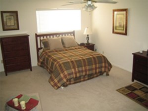 Bedroom at Listing #139660