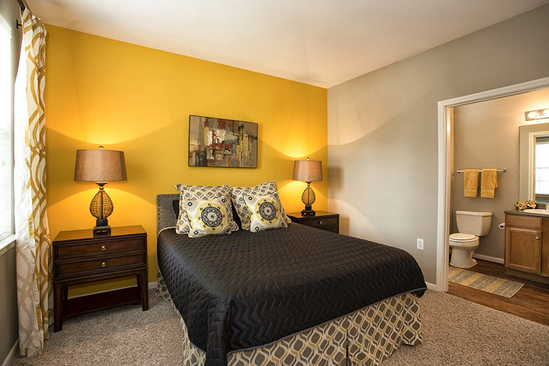 Bedroom at Listing #145894