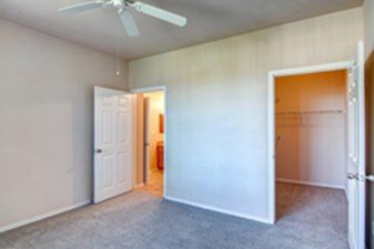 Bedroom at Listing #144917