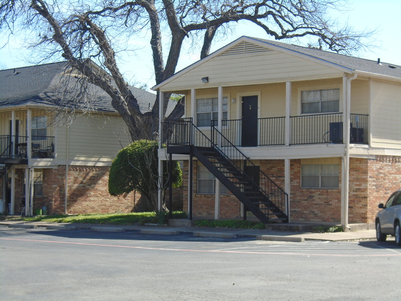 Exterior at Listing #137294