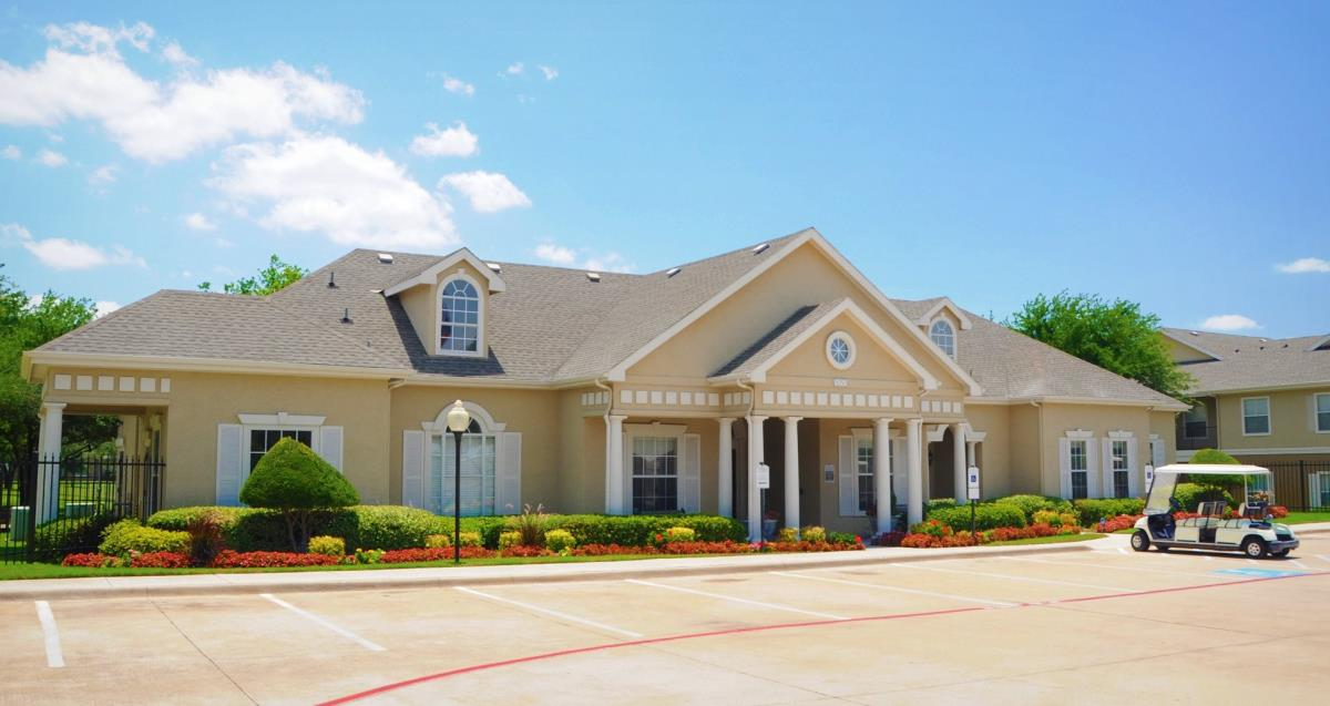 Exterior at Listing #137971