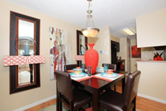 Dining at Listing #141043