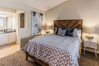 Bedroom at Listing #136320