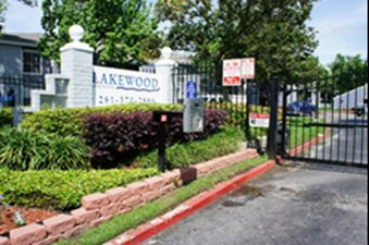 Lakewood Apartments Tomball - $765+ for 1 & 2 Bed Apts