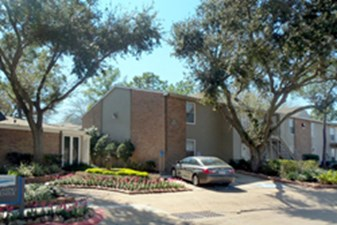 Exterior at Listing #139880