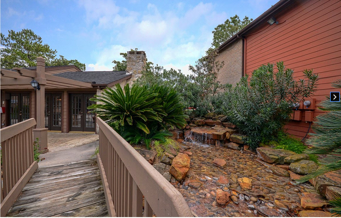 Exterior at Listing #139043