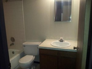 Bathroom at Listing #289990