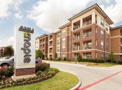 AMLI on Maple Apartments Dallas TX